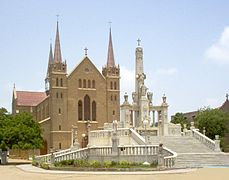 229px-karachi_st-_patricks_cathedral-2