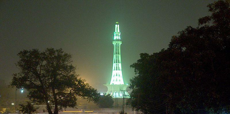 800px-minar-e-pakistan_at_night_taken_on_july_20_2005