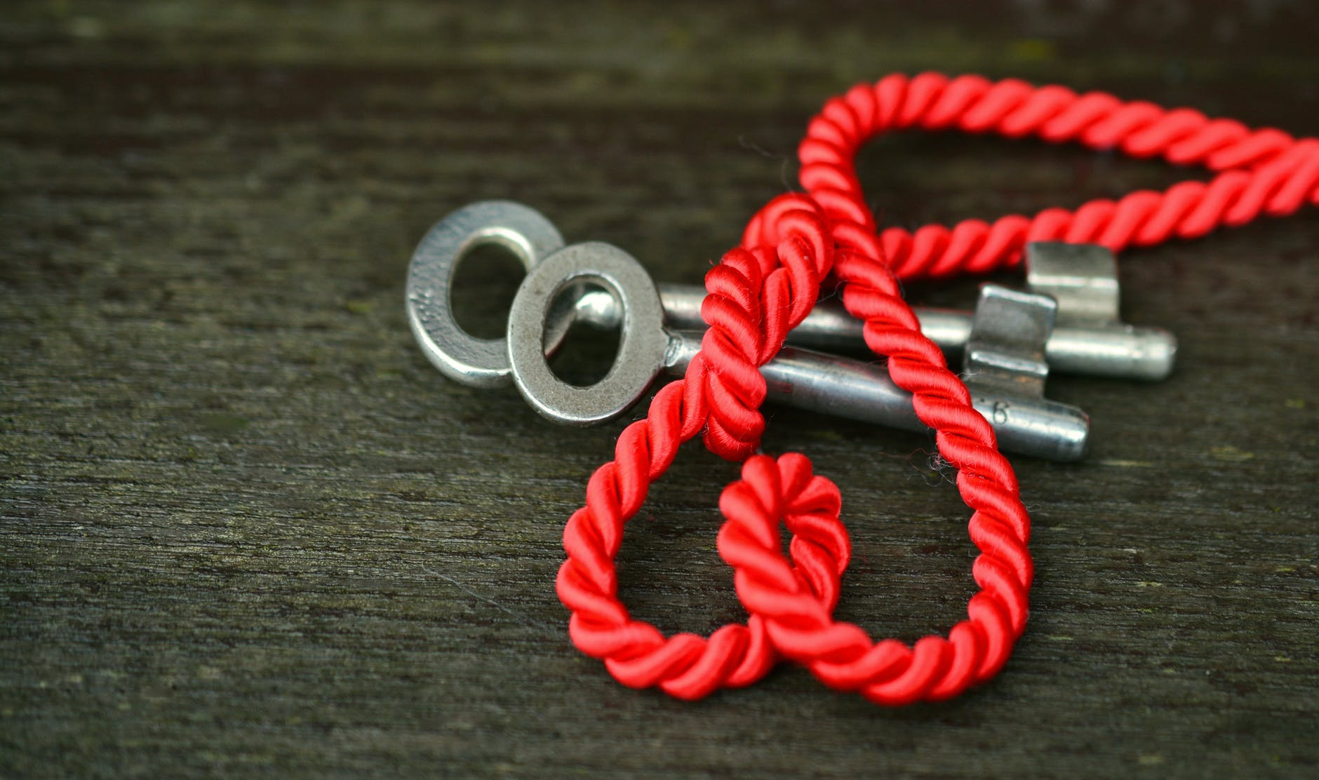 blur close up key knot