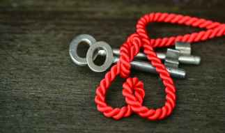 blur close up key knot